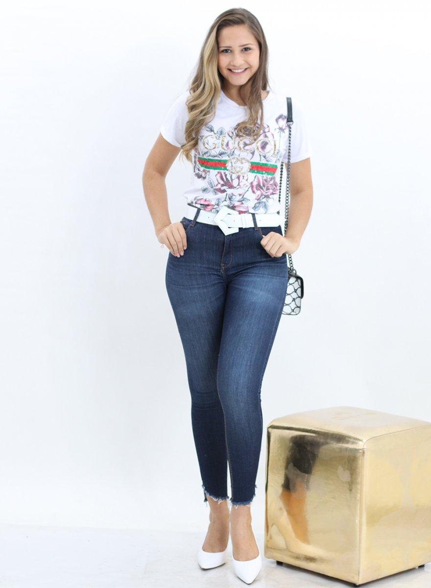 f9f9a7696 Calça Jeans Skinny Feminina com a Barra Desfiada