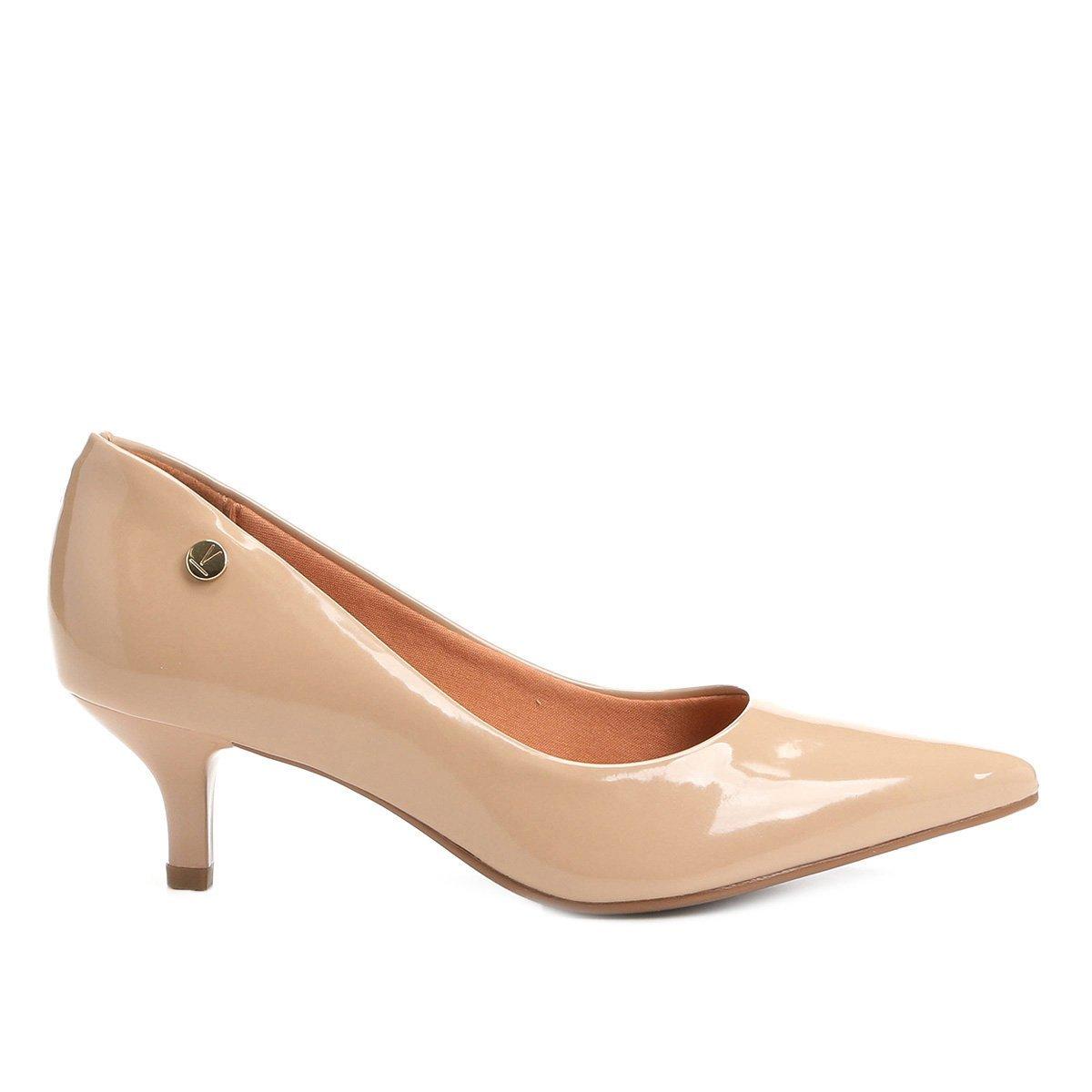 7dad1d427f Sapato Scarpin Salto Baixo Bico Fino Verniz Vizzano Bege - MM Concept