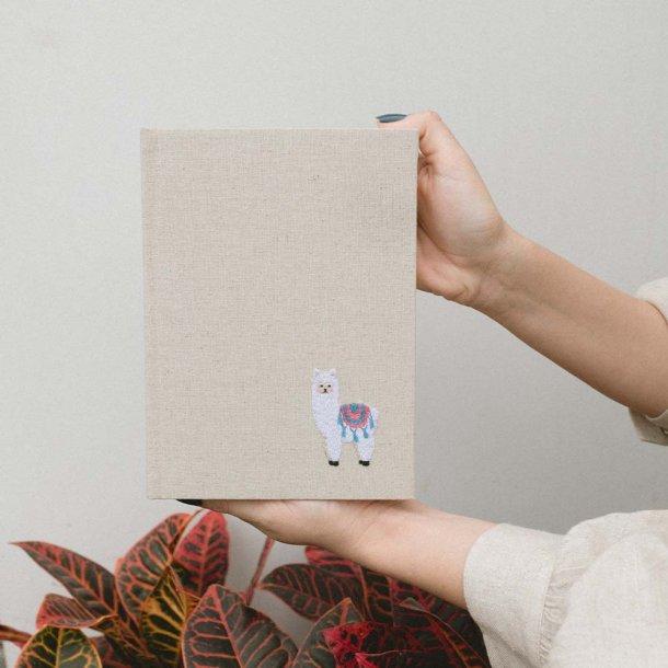 diário bordado em linho cru - lhama - mim papelaria