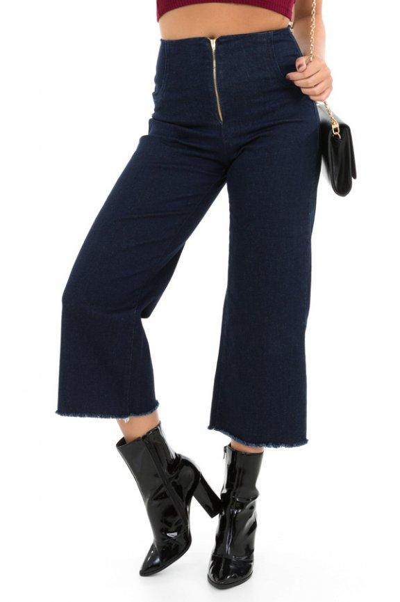 Calça Pantacourt em Jeans com Zíper