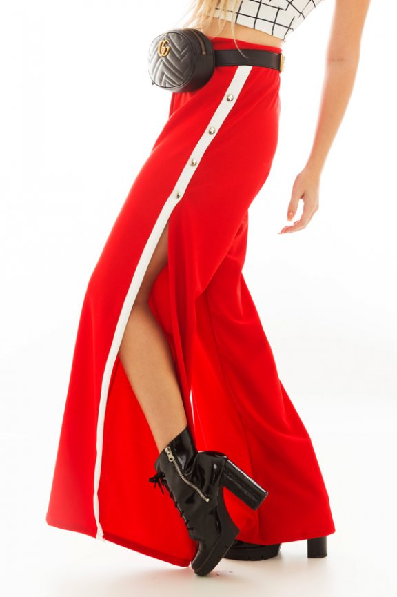 Calça Pantalona com Fenda e Listra Lateral