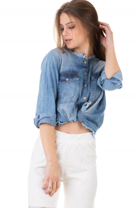 Camisa Jeans com Acabamento Desfiado