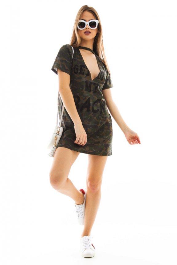 T-shirt Dress com Gola Choker