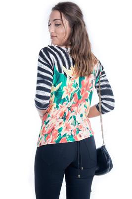Imagem - Blusa Floral com Renda