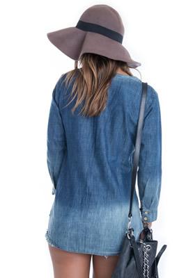 Imagem - Blusa Jeans com Ilhós