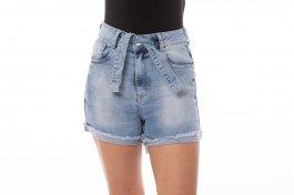 Imagem - Short Jeans Feminino com Cinto Dianteiro, Barra Dobrada e Desfiada