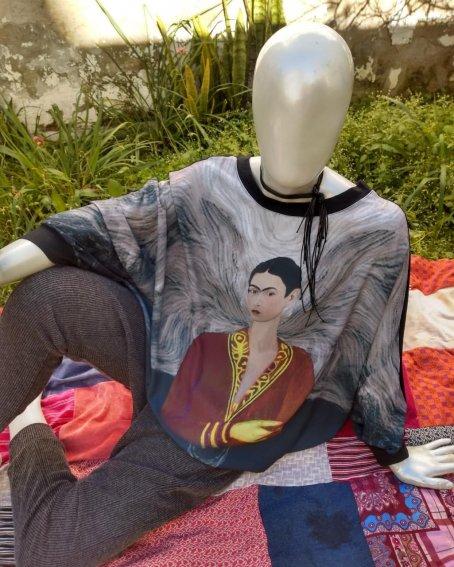 Blusa Ampla Frida Preta