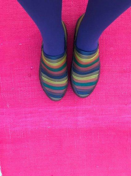 Sapato de Látex Listras Coloridas