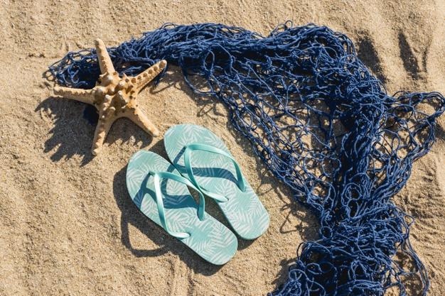Imagem - Livre, Leve e solta! 9 opções de sandálias e chinelos que serão tendências de moda para a primavera