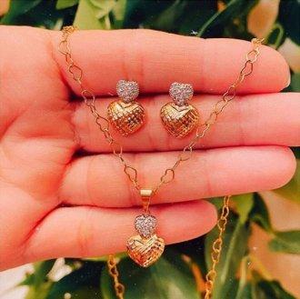 Imagem - Brinco Pequeno Coração Duplo com Zircônias cód: 14657.PLAQUÊOURO