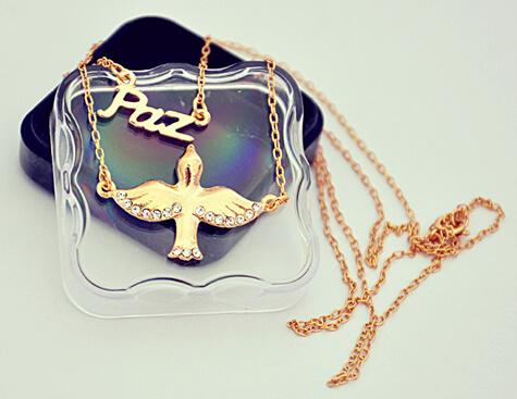 Gargantilha Folheada a ouro, Paz