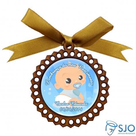 Medalhão de Madeira para Lembrancinha de Nascimento | Cor: Rosa