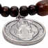 Pulseira de Madeira com Medalha de São Bento - 7,7 cm 3