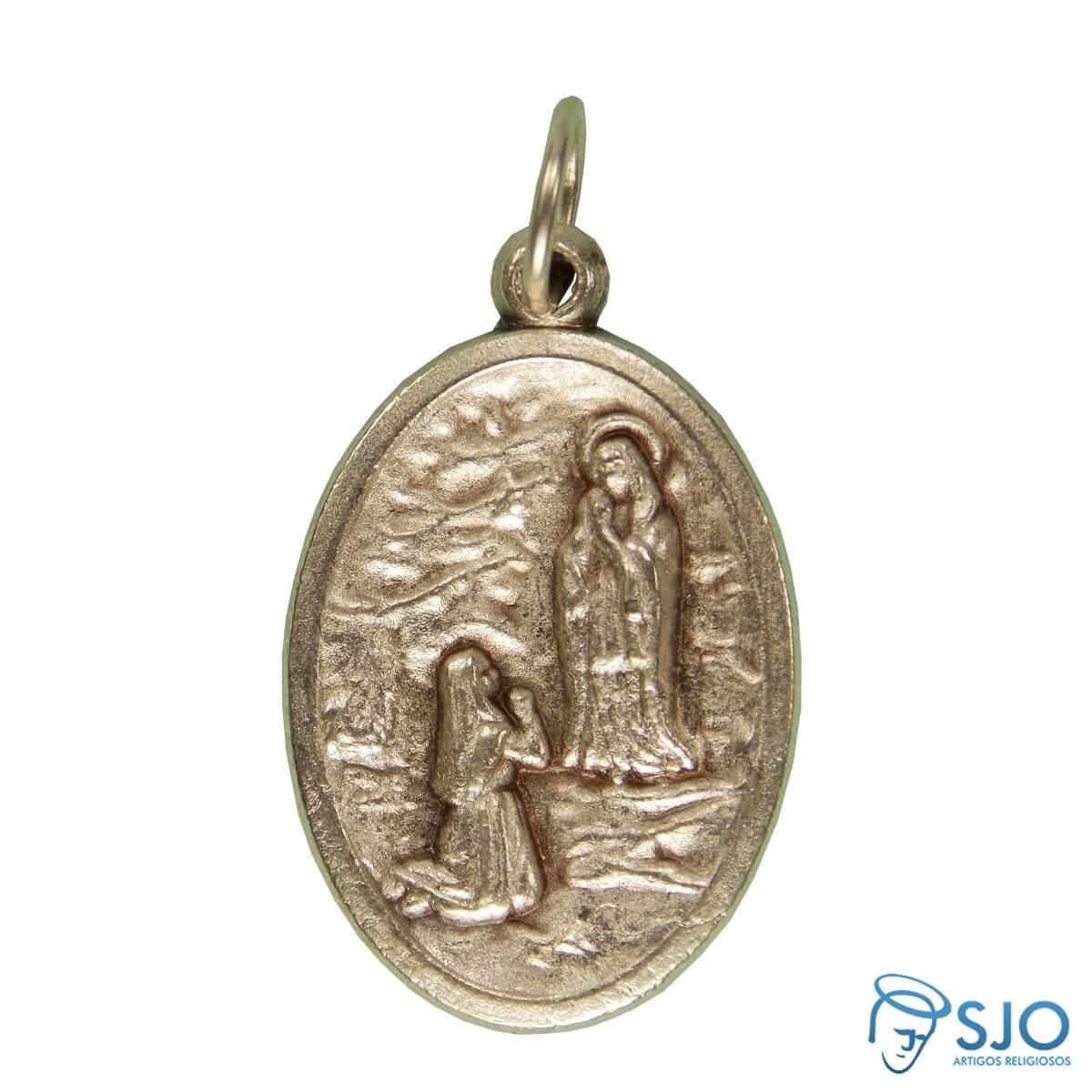 4812edc318745 Clique para ver a imagem maior. Medalha de Nossa Senhora de Lourdes com  Bernadete ...