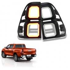 Imagem - Aplique Moldura Lanterna com LED DRL Toyota Hilux cód: APL.453.358.PT