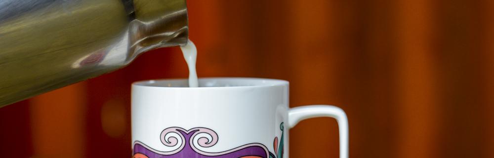 Que tal um toque de leite no seu chá?