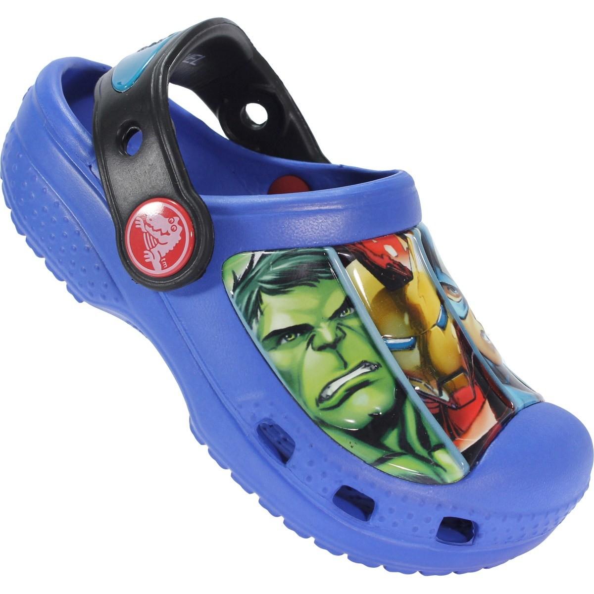 Crocs Infantil Os Vingadores Marvel   Treino e Corrida a78f4cfed7