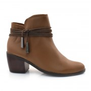 Ankle Boots De Couro E Salto Baixo Cravo E Canela