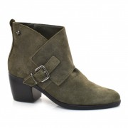 Imagem - Ankle Boots De Couro E Salto Baixo Cravo E Canela cód: 0000118218038
