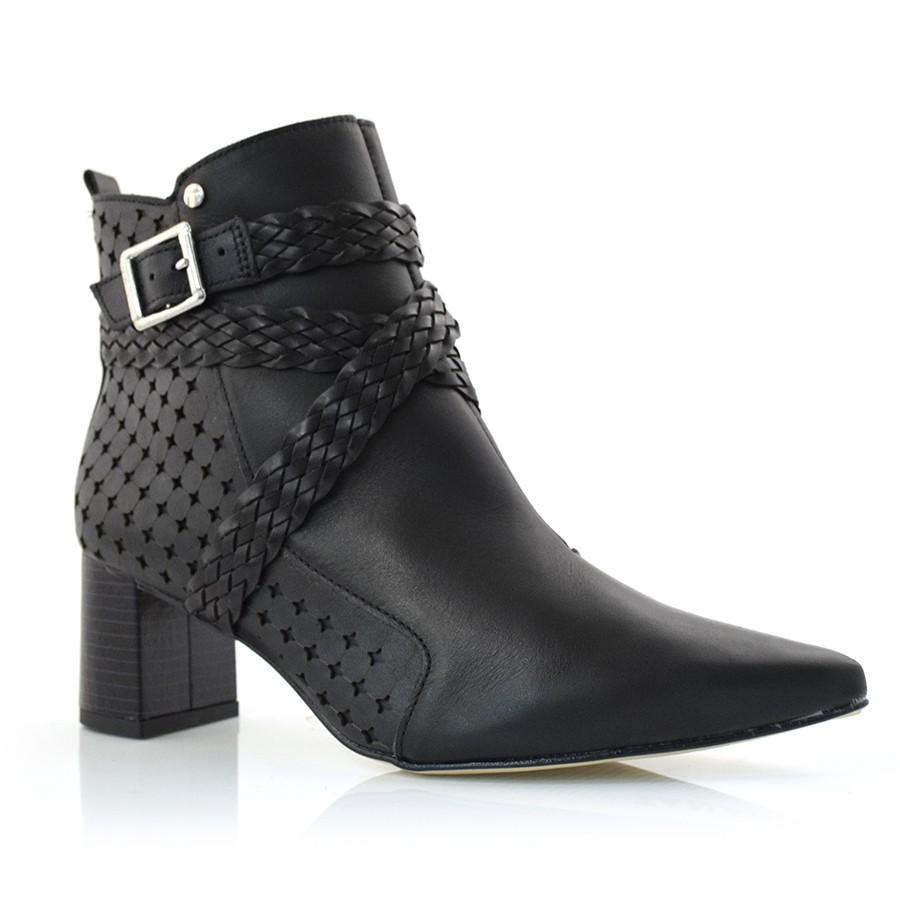 cb0b5453c Ankle Boots De Couro E Salto Bloco Tanara PRETO 002 (C) Com o Melhor ...