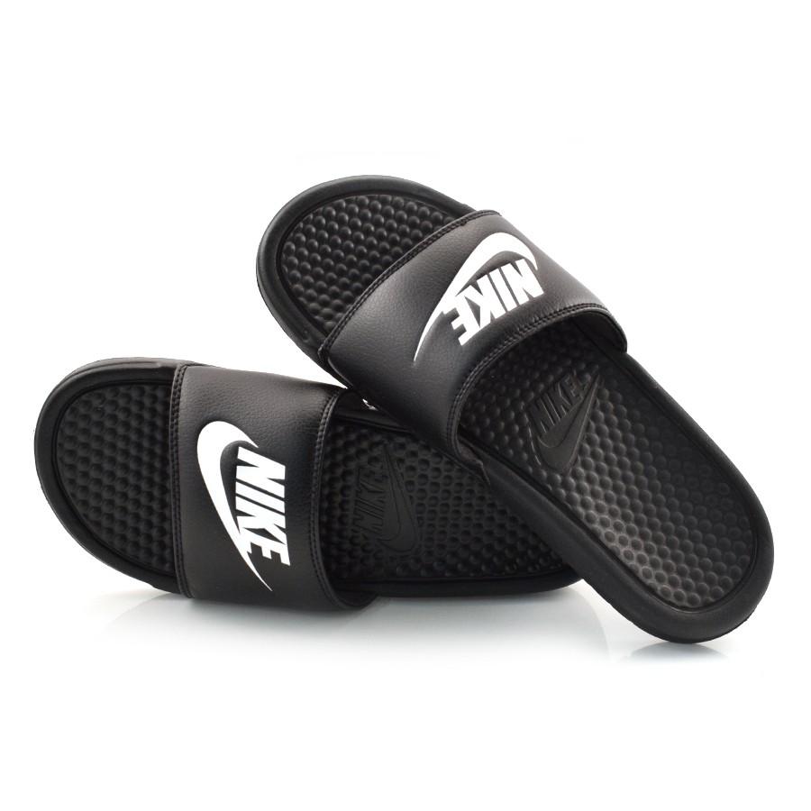 d98c9a5f9ac Chinelo Slide Masculino Nike Benassi PRETO BRANCO Com o Melhor Preço ...